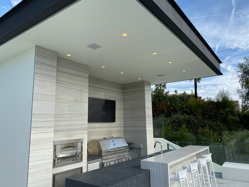outdoor kitchen featuring Light and Green Harmony Recessed Downlights